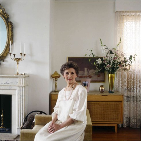 Ada Louise Huxtable in her New York apartment, 1988.  Arnold Newman/Getty Images.
