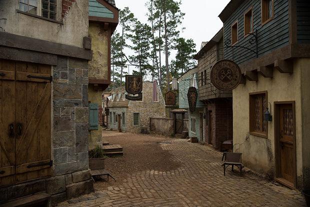 Salem television series streetsofsalem for Salem house