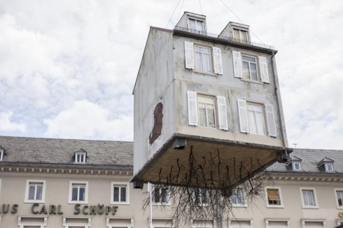 leandro-erlich-pulled-by-the-roots-karlsruhe-designboom-03