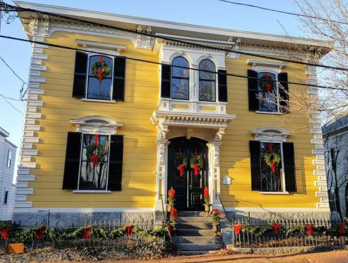 keeping-christmas-italianate