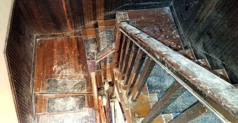 settlement-stairway