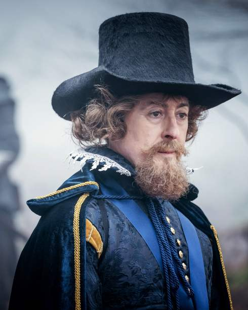 Alan Cummings as King James